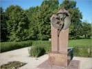 Pomnik 'Jeden drugiego brzemiona noście'
