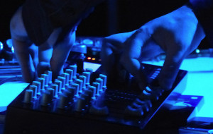 Impreza z elektroniką w starej willi w Sopocie