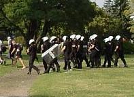 Łagodne kary dla policjantów po letniej bijatyce na gdyńskiej plaży