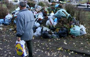 Na cmentarzach rewolucja śmieciowa nie działa