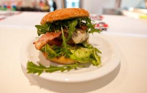 Nowe lokale: moda na burgery i foodtrucki nie mija
