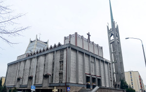 Sypie się wieża słynnego gdyńskiego kościoła