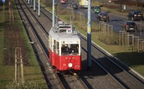 Mikołaj podróżuje tramwajem