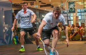 Zagraj w squasha w przeszklonym korcie