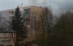 Pożar mieszkania na Morenie - jedna osoba ranna, mieszkańcy bloku byli ewakuowani