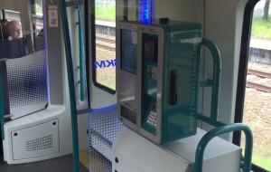 Pierwsze biletomaty w pociągach SKM, ale tylko na kartę