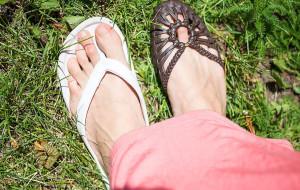 Letni spór: japonki czy sandały
