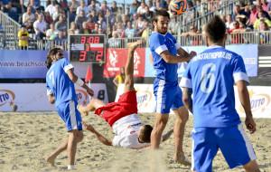 Piłkarską technikę poprawisz latem na plaży