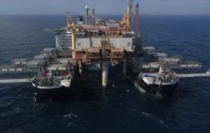 Platforma na Yme zdemontowana. 13,5 tys. ton na katamaranie