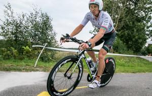 Bartosz Banach zwycięża triathlon w Przechlewie