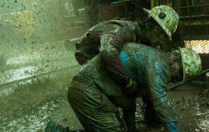 """Herosi w strugach ropy. Recenzja filmu """"Żywioł. Deepwater Horizon"""""""
