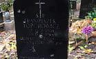 Zniszczony grób obrońcy Westerplatte