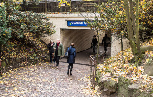 Nowe zejście do tunelu pod torami w Oliwie