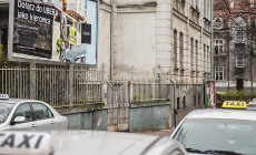 Taksówkarze kontra Uber. Wojna billboardowa przy postoju