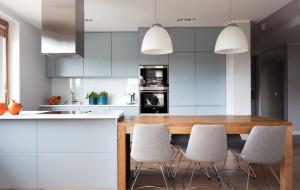 Otwarta przestrzeń mieszkania. Jak ją podzielić?