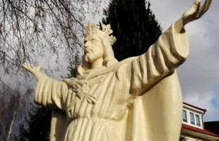 Figura Chrystusa Króla odsłonięta w Chwarznie