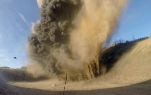 Zobacz jak saperzy wysadzają niewybuchy