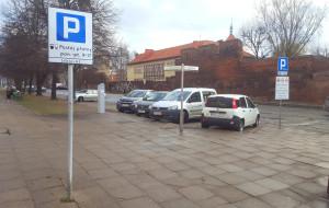 Kierowcy znów skarżą się na parkowanie przy Lawendowej