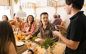 Okiem dietetyka: Jak rozmawiać z kelnerem?