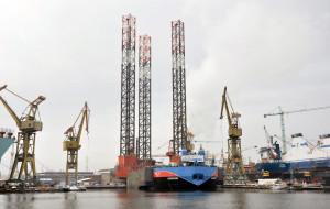 """Zobacz operację dokowania platformy """"Petrobaltic"""""""