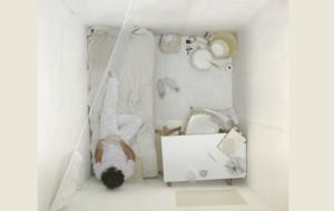 Uwięziony w galerii. Belgijski artysta zamieszka w Łaźni