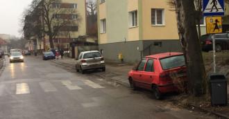 Samochody zaparkowane przed przejściem to zasadzka na dzieci