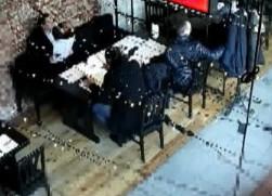Kolejni kieszonkowcy nagrani w restauracji. Rozpoznajesz ich?