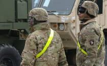 311 ciężarówek sprzętu amerykańskiej armii...