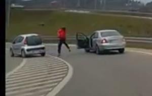 Zajechał drogę, a później zaatakował innego kierowcę