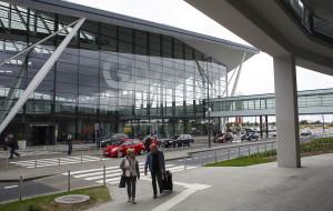 Prawie 600 nowych miejsc parkingowych powstanie przy lotnisku
