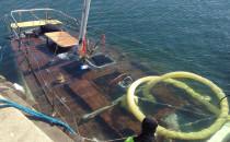 Zatopiony jacht wydobyto z mariny