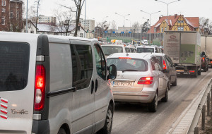 W Trójmieście coraz więcej pojazdów. Kierowcy traktowani lepiej niż pasażerowie