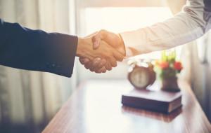Kiedy przysługuje umowa o pracę na czas nieokreślony?