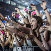 Szczęśliwe fanki na koncercie Bars and Melody w Gdańsku