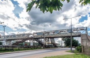 Coraz gorszy stan schodów na peron SKM Gdynia Stocznia