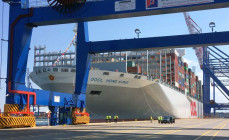 Największy kontenerowiec na świecie już w Gdańsku
