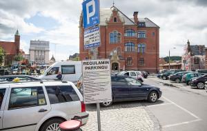 Pod dworcem zapłacisz za parkowanie nawet przejeżdżając