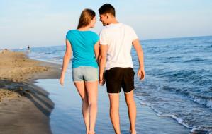 Atmosfera wakacji sprzyja romansom. Niewinna przygoda czy konsekwencje na całe życie?