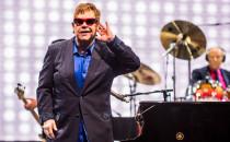 Elton John zagrał z przesłaniem