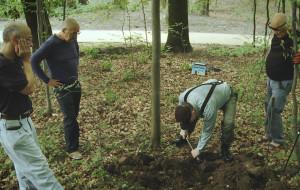 Szukają zakopanej 60 lat temu rzeźby Leniwej Magdy
