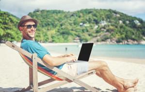 Lato w firmie. Wakacyjne atrakcje i bonusy dla pracowników