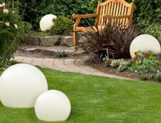 Oświetlenie ogrodu. Modne i praktyczne lampy