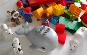 Jak nie zagubić się w morzu zabawek? Wybieramy te ponadczasowe i najpopularniejsze