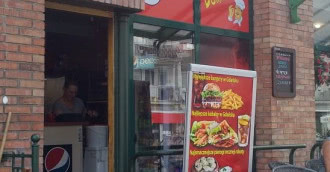 Pobito pracownika baru z kebabem