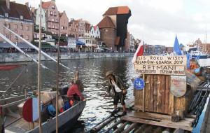 Przepłynęli tratwą ponad 700 km do Gdańska