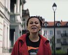 Paulina Przybysz chodzi po Wrzeszczu i śpiewa w nowym teledysku