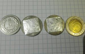 400 przerobionych monet w biletomatach