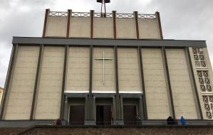Odnowiona elewacja zabytkowego kościoła w Gdyni