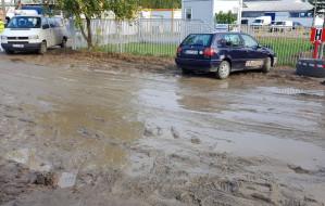 Mieszkańcy ul. Lema narzekają na błoto z budowy. Dostaną płot