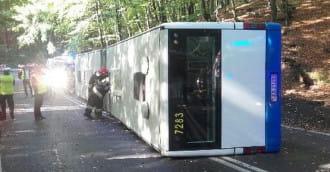 Po wypadku autobusu policja szuka pasażerów